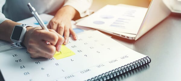 Using a calendar and planner with post-it